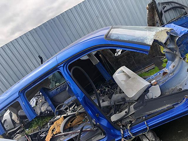 Ford Courier tavan arka ve diğer bütün parçalar hatasız orjinal çıkma