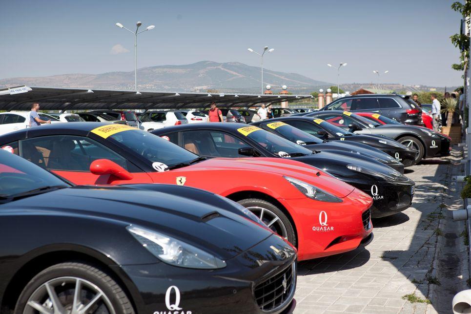 Türkiye Ferrari sahipleri, toplanma alanı, park etmiş Ferrari konvoyu, yarış atları