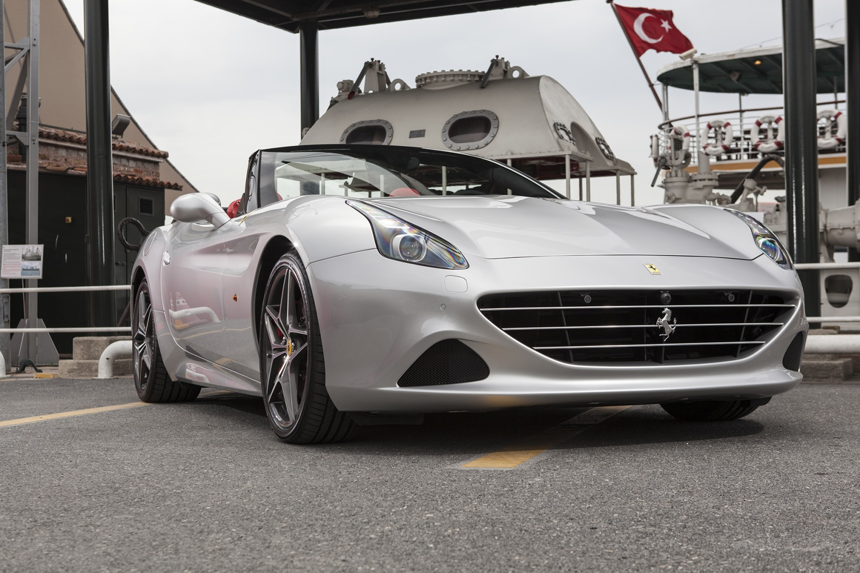 3 turbo motorlu Ferrari