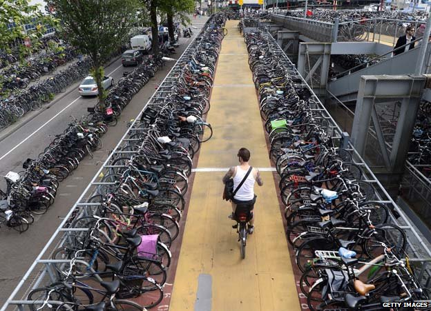 Hollanda'da bir bisiklet parkı