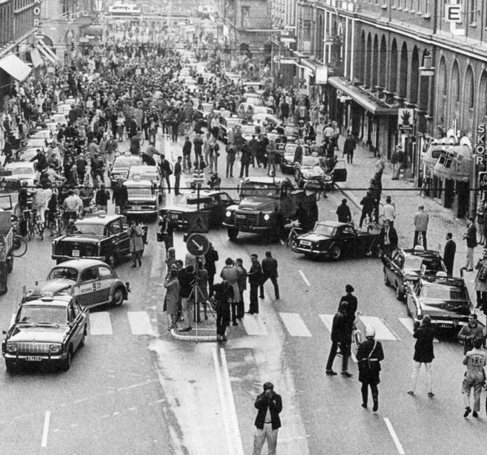 İsveç'te soldan akan trafiğin sağa çevrilmeye çalışıldığı günden