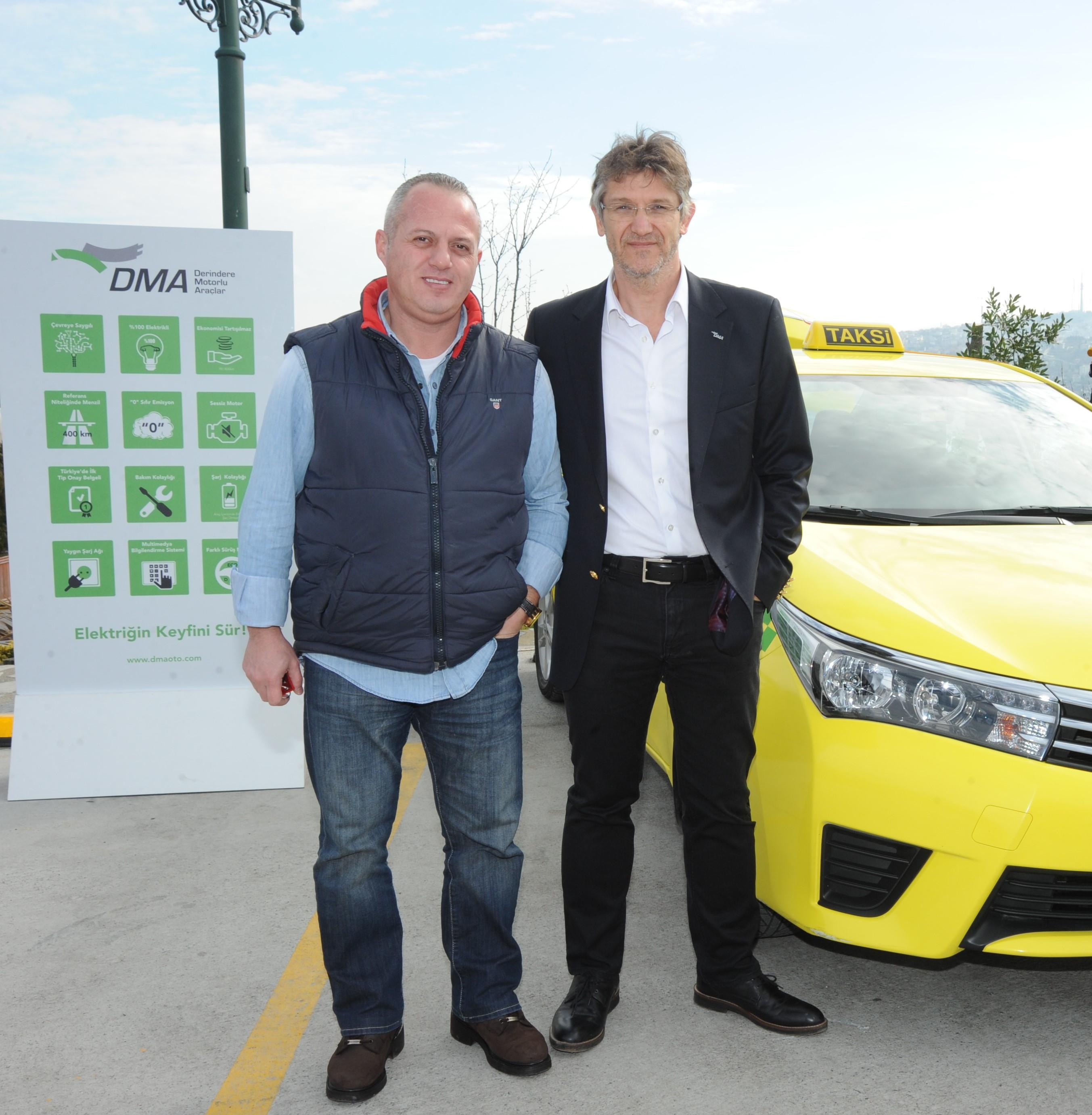 İlk yerli elektrikli taksinin sürücüsü Mert Al ve DMA Yönetim Kurulu Başkanı Önder Yol