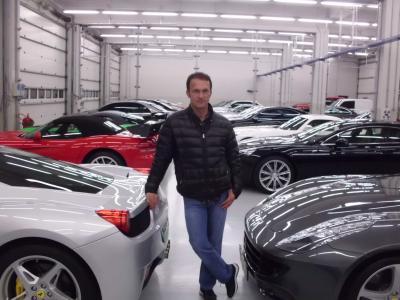 Vural Ak, dünyanın sayılı otomobil koleksiyonerlerinden