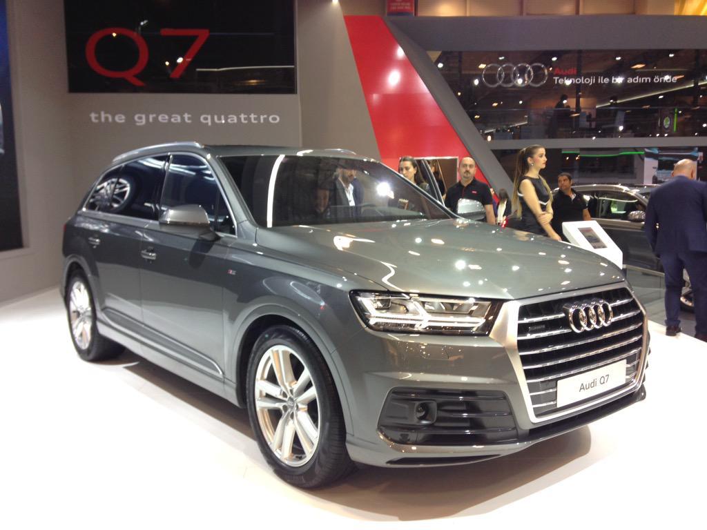 Audi Q7'yi ilk kez görmek için bir çok müşteri Anadolu'dan uçakla fuara geldi.