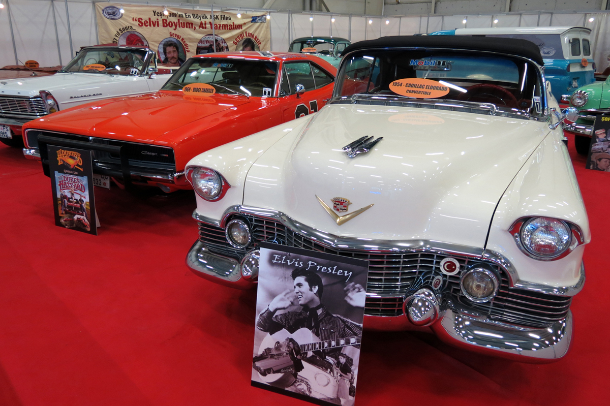 Elvis Presley Cadillac'ı ve Dodge Charger