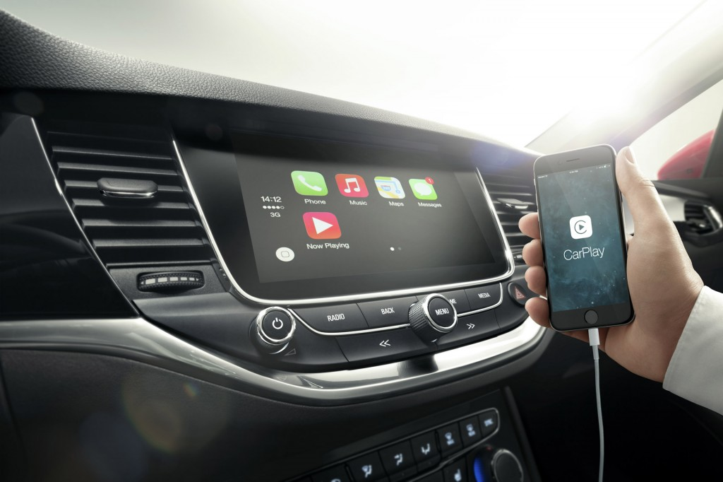 2016 Opel Astra hem Apple CarPlay hem de Google Autolink uyumlu