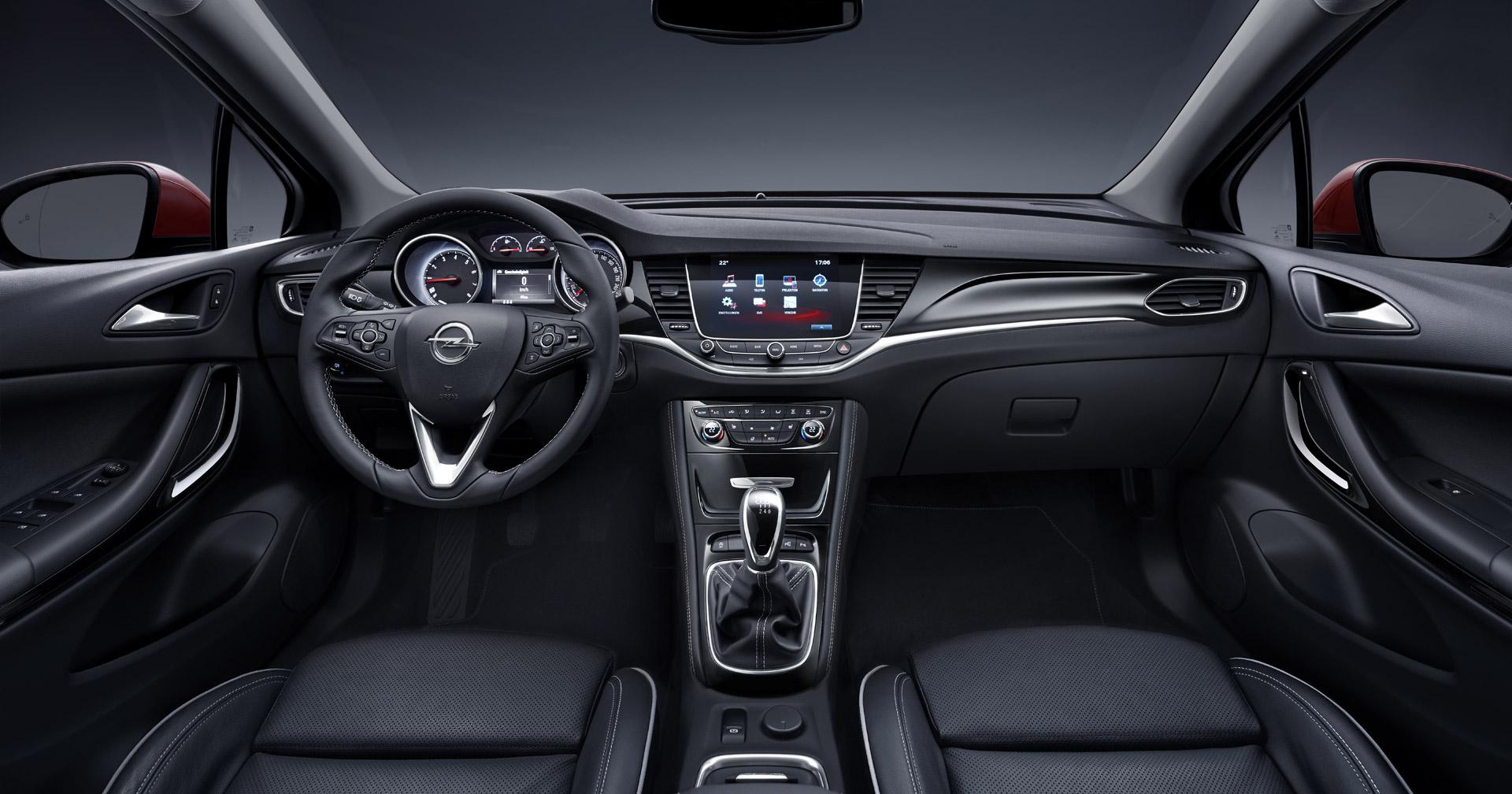 Yeni Opel Astra'nın kabininde deri unsurlar ve metaller modele premium bir hava katmış.