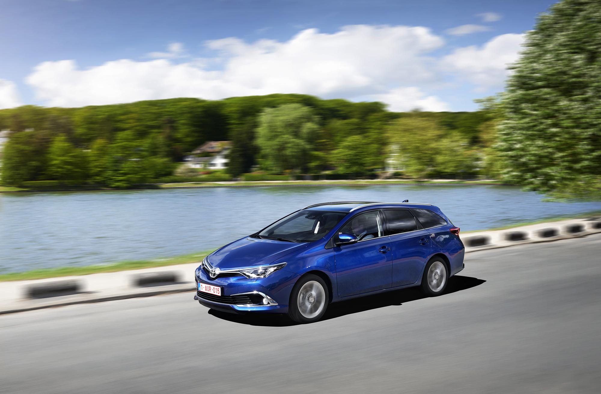 Yeni Toyota Auris, daha uzun ve daha hafif. yeni tasarımı ile 2015 Auris Temmuz'da satışa başlayacak