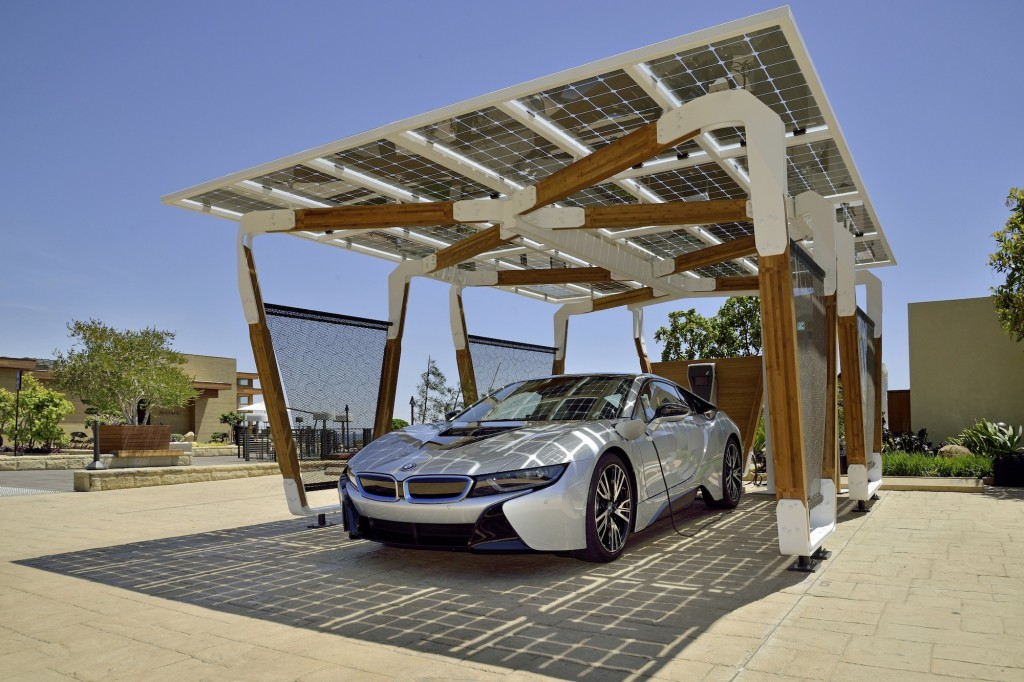 BMW Solar şarj otopark