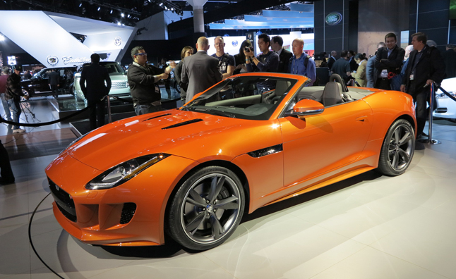 Jaguar F Type NYIAS turuncu