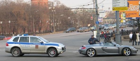 Porsche Cayenne Rus polis otosu