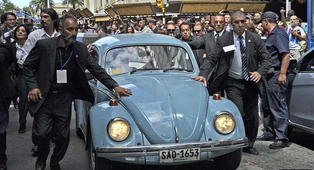 Uruguay cumhurbaşkanı Jose Mujica Volkswagen marka vosvos makam otosuyla