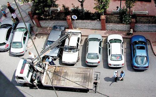 Hatalı park etmiş araçlar trafiği engellemiyorsa çekme hakkı yok