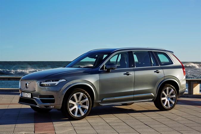 Volvo XC90, 2015 Yılın otomobili ödülünün sahibi oldu, yan profil fotosu