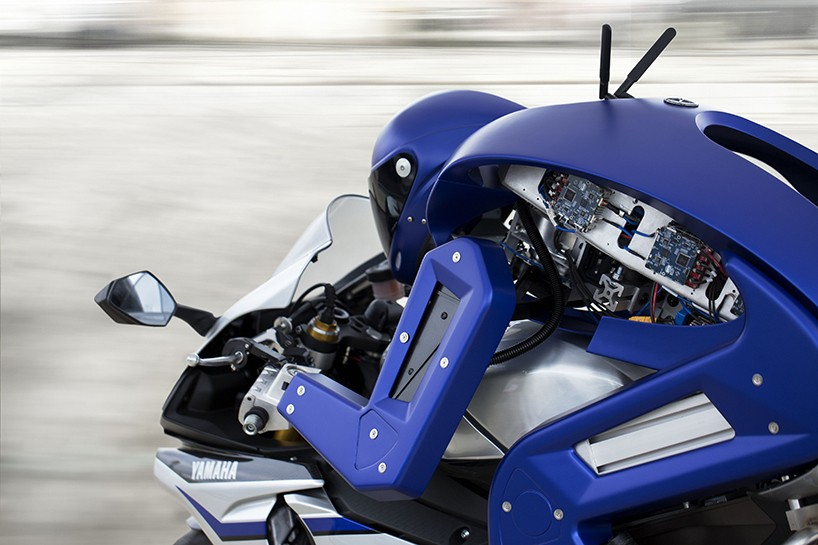 Yamaha motobot, motosiklet kullanabilen insansı bir robot ve Tokyo Fuarı'nda tanıtıldı