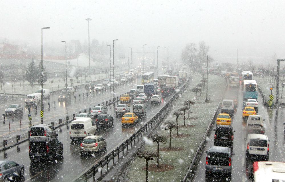 karda istanbul trafiği ve kış lastikleri