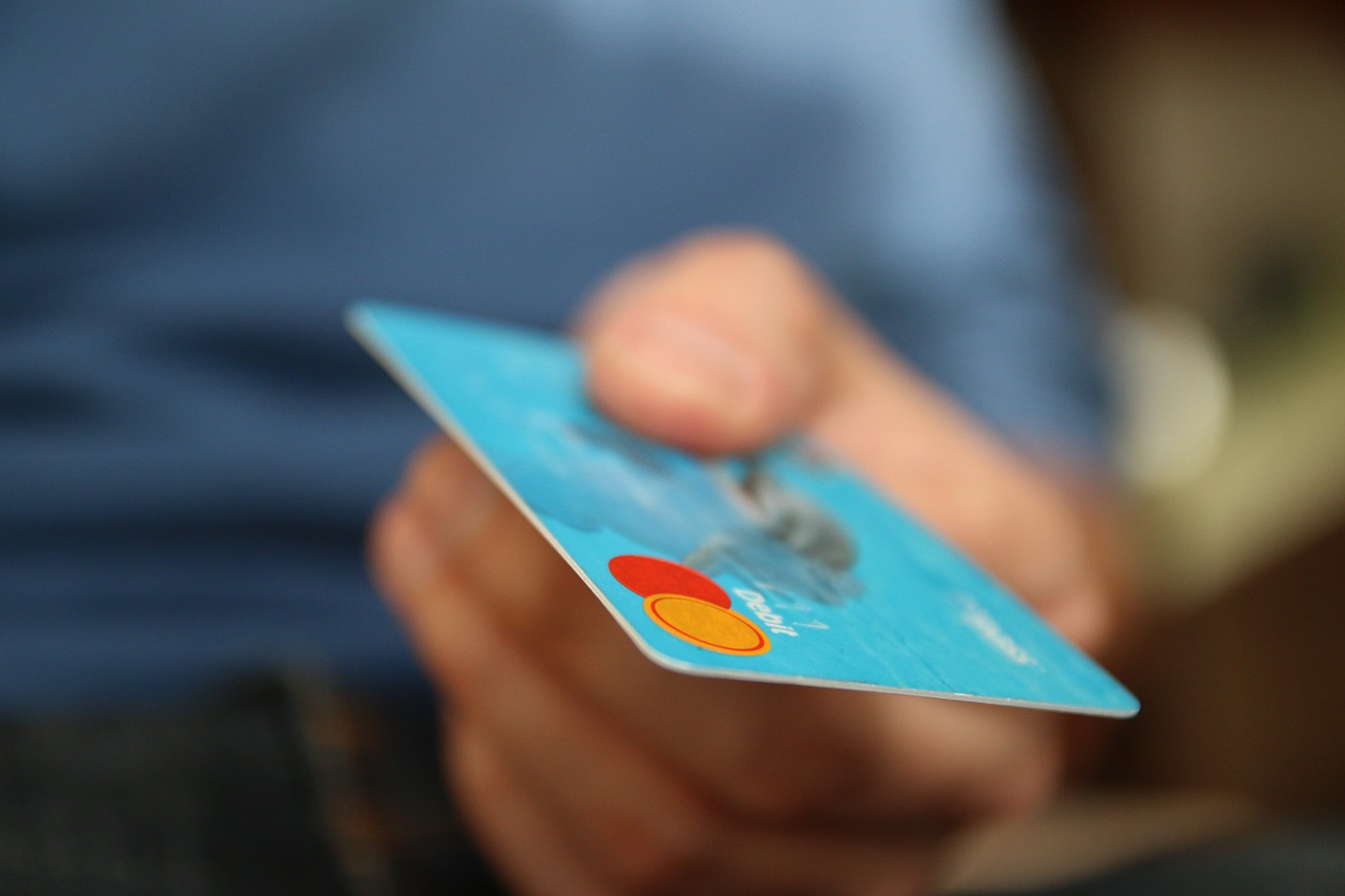 havalimanı araç kiralarken ehliyet ve kredi kartı gereklidir.