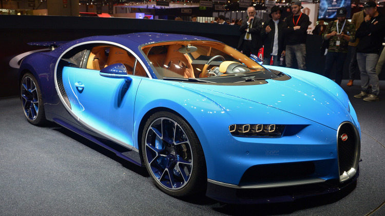 Bugatti Chiron, Bugatti Veyron u tahtından ediyor.