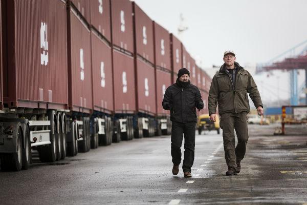 Volvo kamyon, birbirine bağlanmış 750 ton ağırlığındaki 20 treyleri çekmeyi denedi