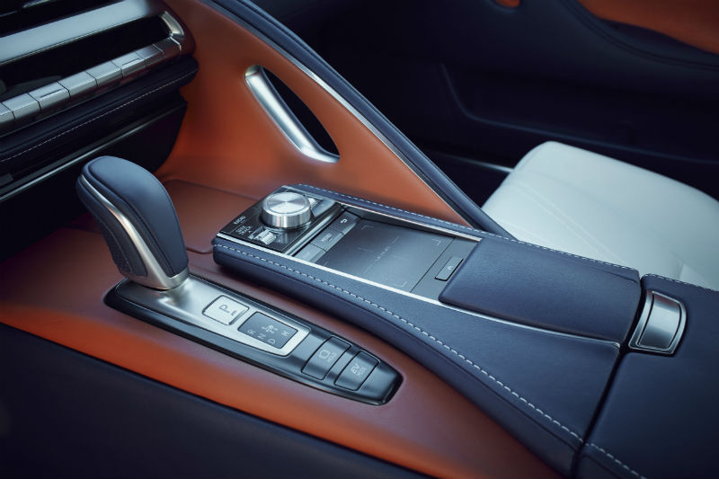 Lexus lc 500 süper coupe kabin işçiliği