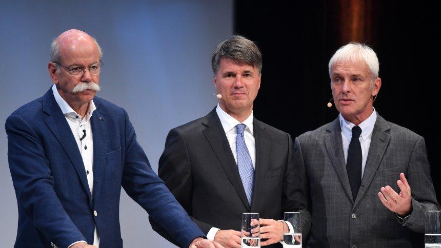 Marka Başkanları bir arada: Dieter Zetsche (Daimler), Harald Krüger (BMW), Matthias Müller (Volkswagen)