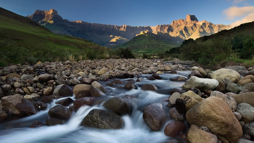 The tugela river ampithetare in the royal natal national park in the drakensberg mountains afjhgt