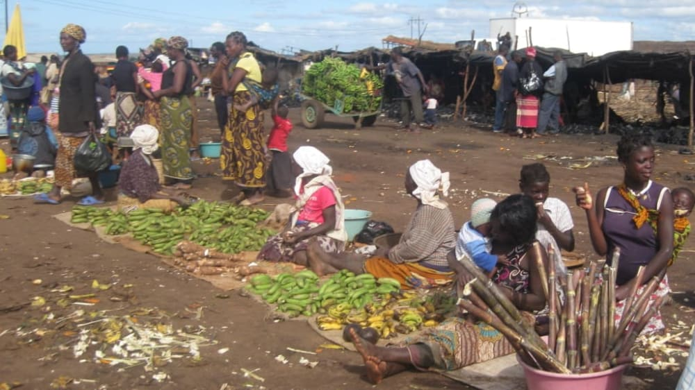 Chimoio market   banana sellers xu1law