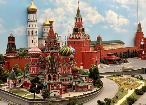Московские выходные: ВДНХ и Царь макет
