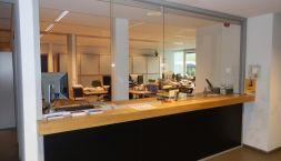 Image Computerwetenschappen_desk in the entrance hall