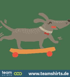 HUND LERNT NEUE SKATEBOARD-TRICKS