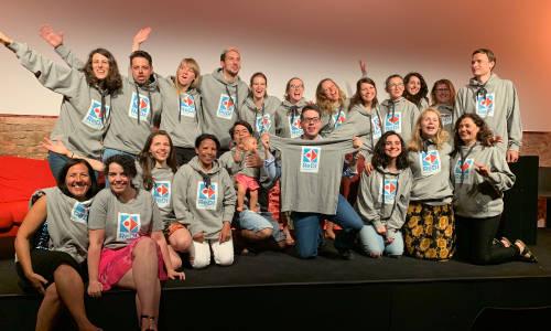 Die ReDI School und ihre neuen Hoodies, Bodies und T-Shirts