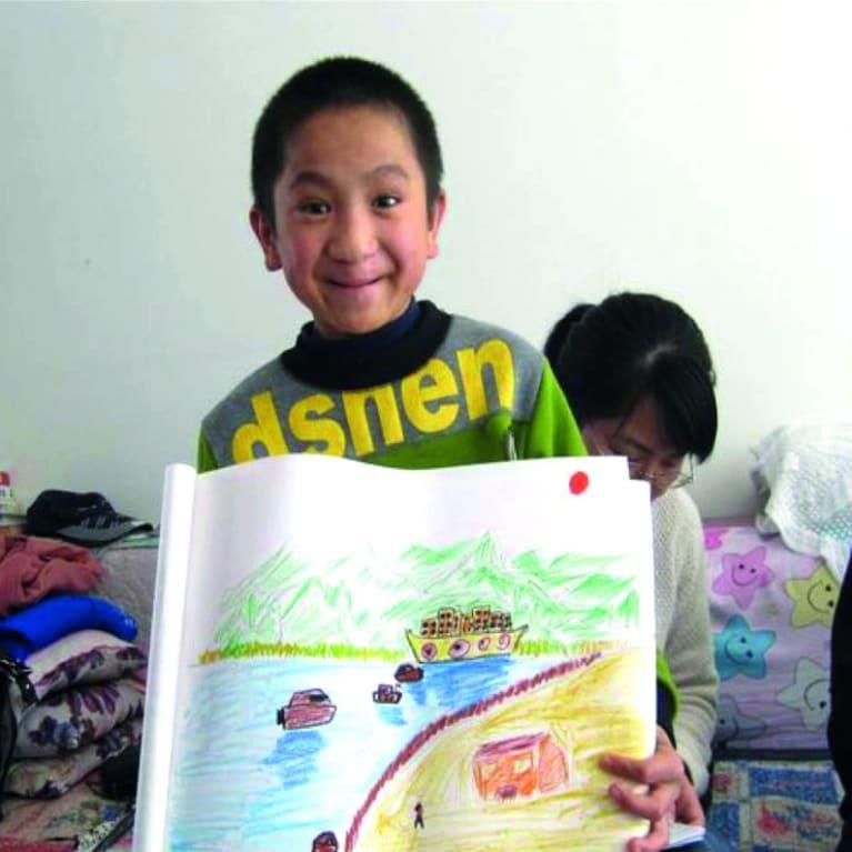 Xiao Long est né avec une fente palatine et a été abandonné par ses parents. Grâce au soutien de Care for Children, il a maintenant une nouvelle famille d'accueil qui l'aime et l'encourage. Photo : Care for Children