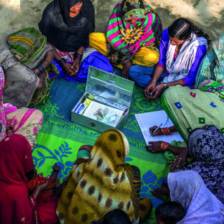 Les groupes d'entraide ou les organisations de microfinance voudront peut-être voir un projet d'entreprise avant de vous accorder un prêt. Photo : James Morgan/Tearfund