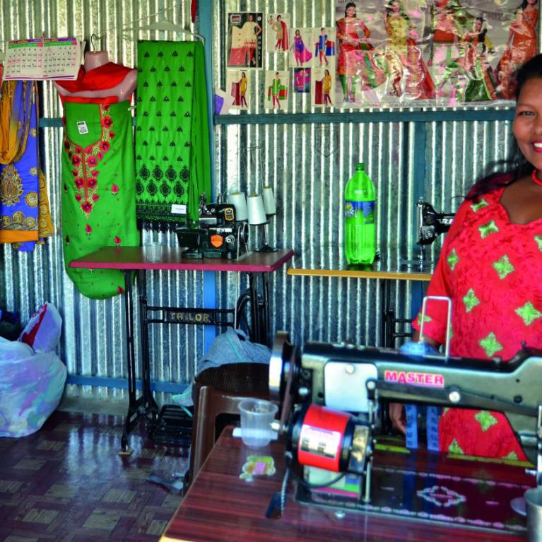 Après le séisme au Népal, Kopila a mis sur pied une entreprise de confection florissante. Photo : missionFACTORY Suisse