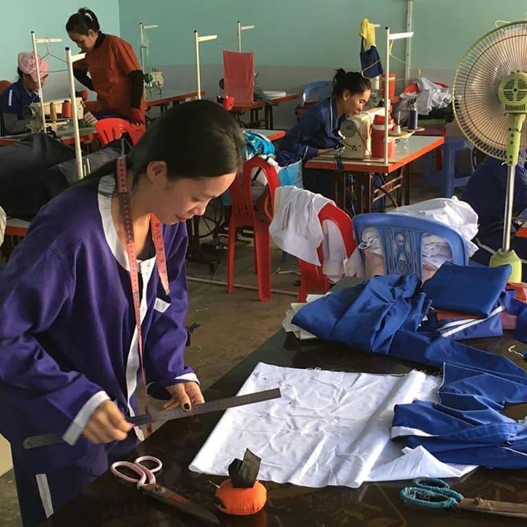 Muitos presidiários precisam aprender formas de ganhar a vida após sua libertação. Foto: Associação de Fraternidade Prisional Camboja