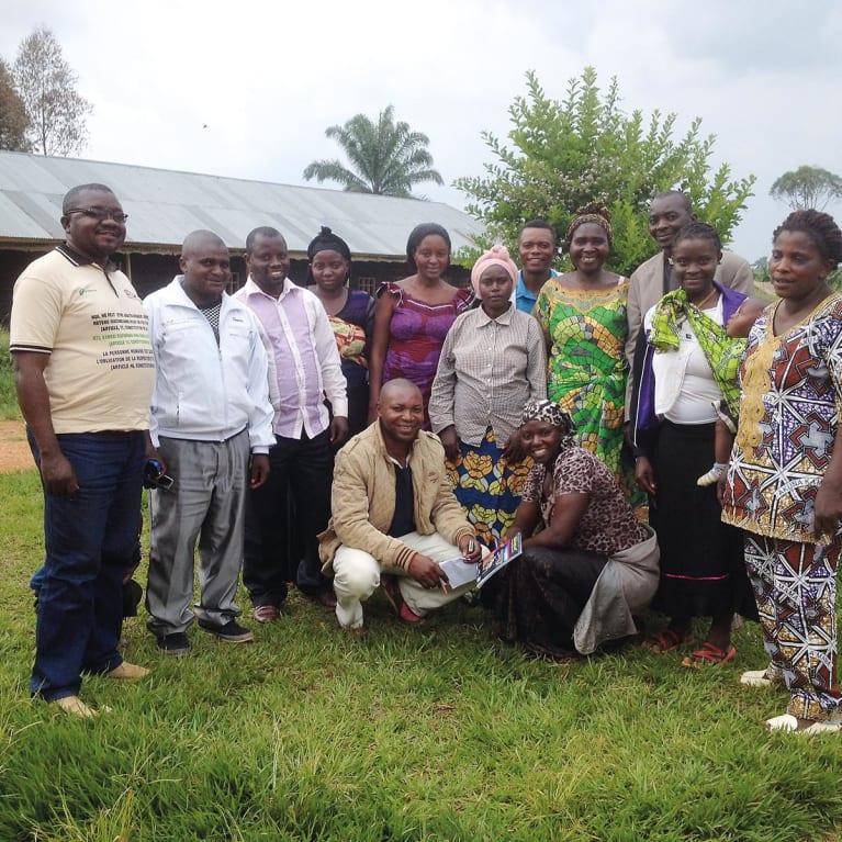 Les membres des groupes d'action communautaire se réunissent pour soutenir les survivantes de VSBG. Photo : GAC Mungeradjipa