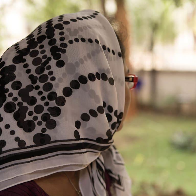 Las sobrevivientes de violencia sexual y de género suelen mantener silencio acerca de su dolor. Foto: Mark Lang/Tearfund