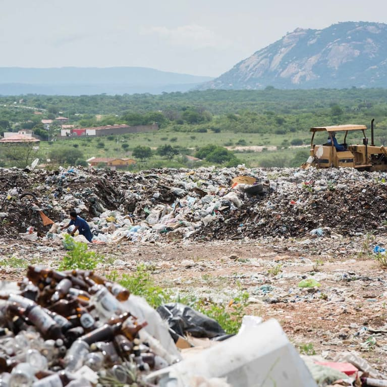 Waste pickers often work in dangerous, unhealthy conditions. Photo: Eleanor Bentall/Tearfund