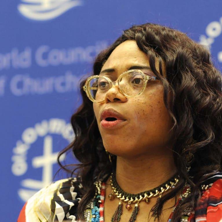 Micheline Kamba parle du handicap lors d'un congrès du Conseil œcuménique des Églises. Photo : Conseil œcuménique des Églises