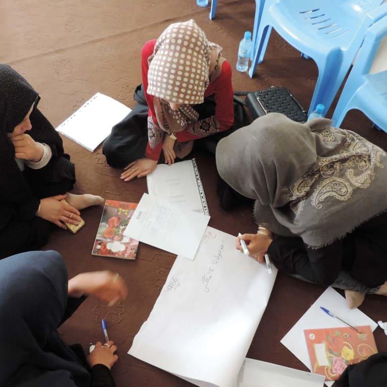 Incentivando mulheres com deficiência psicossocial a falar sobre suas preocupações. Foto: Parceiro da Tearfund