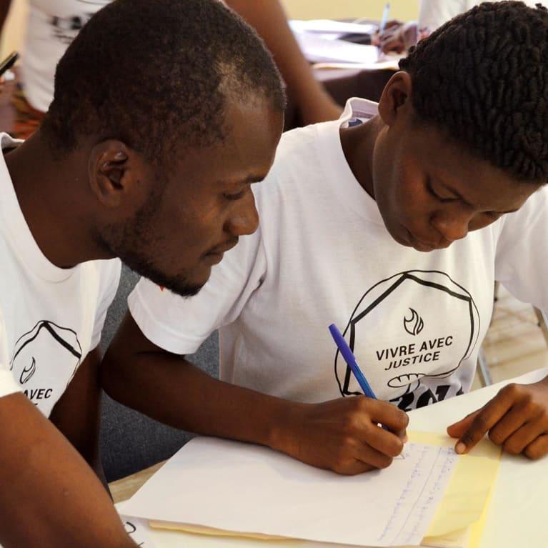 De jeunes Haïtiens découvrent ce que signifie vivre avec justice. Photo : Jack Wakefield/Tearfund