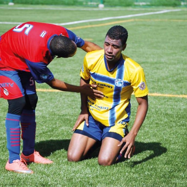 El deporte brinda muchas oportunidades para que los jóvenes se apoyen mutuamente, tanto dentro como fuera de la cancha. Foto: Asociación Cristiana Deportiva, Colombia
