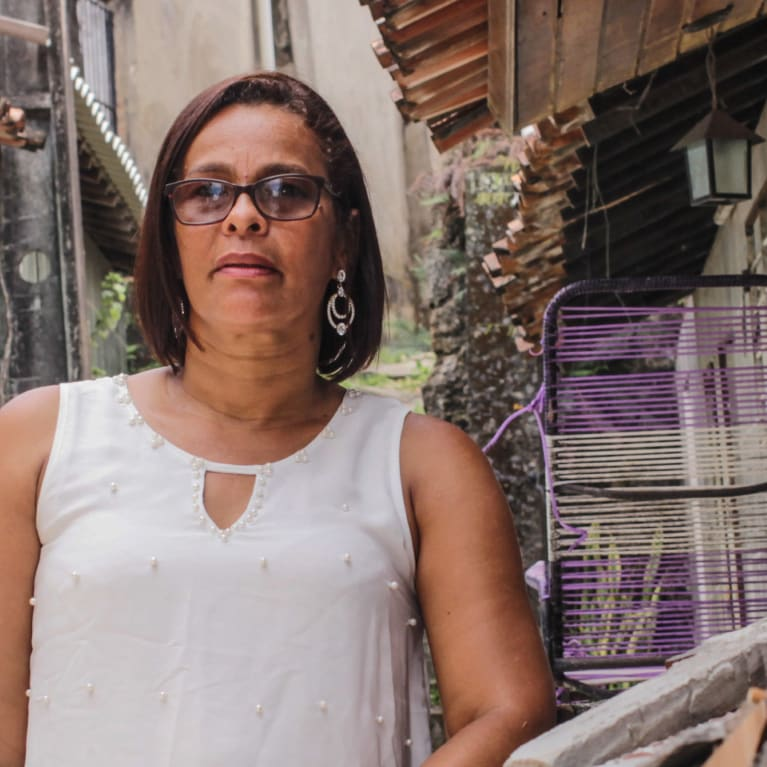 Sandra, une activiste brésilienne qui s'exprime sur la question de la pollution plastique. Photo : Moises Lucas Lopes da Silva/Tearfund