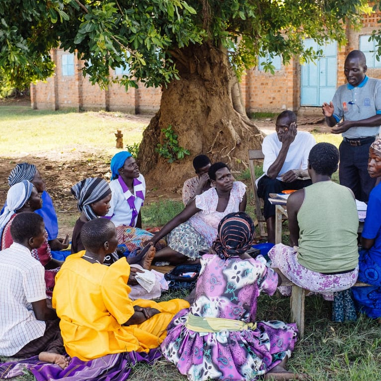 Réunion communautaire en Ouganda. Photo : Andrew Philip/Tearfund