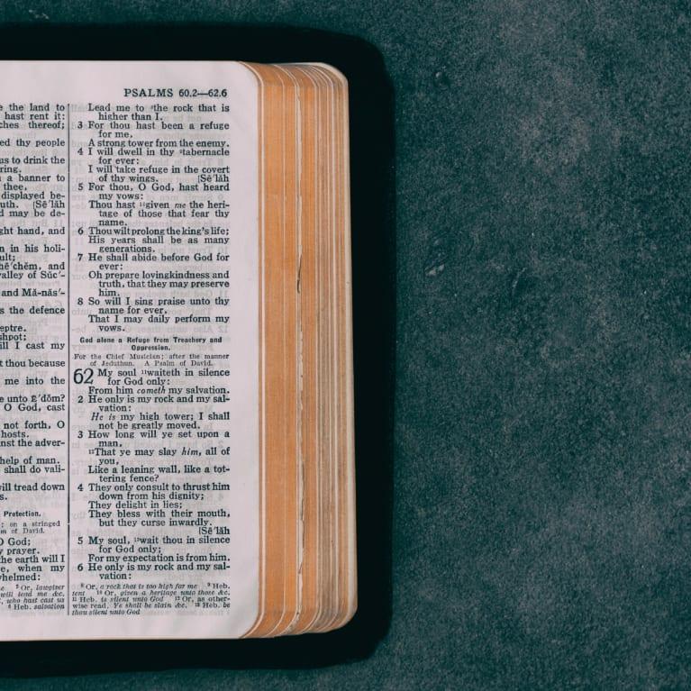 Dieu nous aime et nous réconforte dans toutes nos détresses (2 Corinthiens 1:3-4).