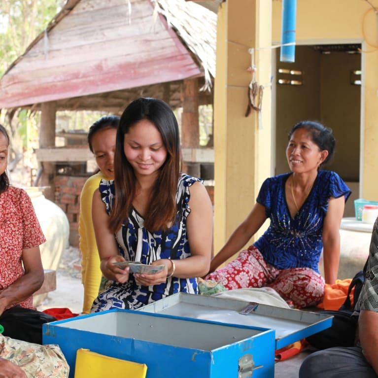 Groupe d'épargne local au Cambodge. Photo: Jamie Fyleman