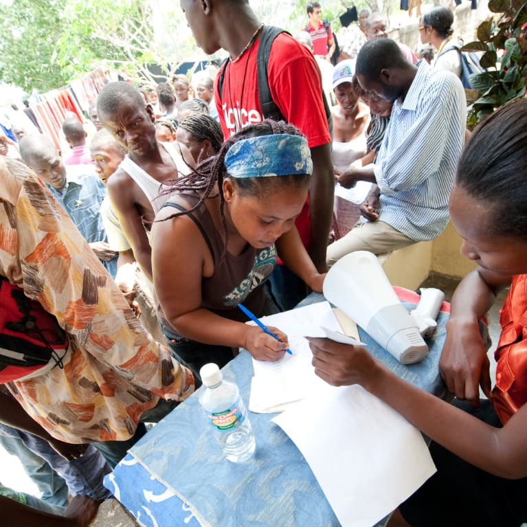 Cash distribution programme in Haiti