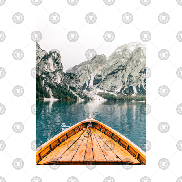 Boat crossing a lake with a beautiful view