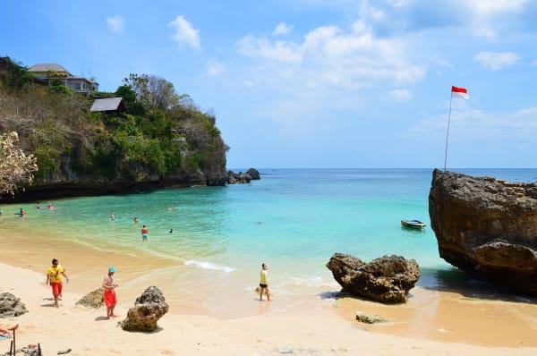 Great Beaches In Uluwatu Bali For Holiday