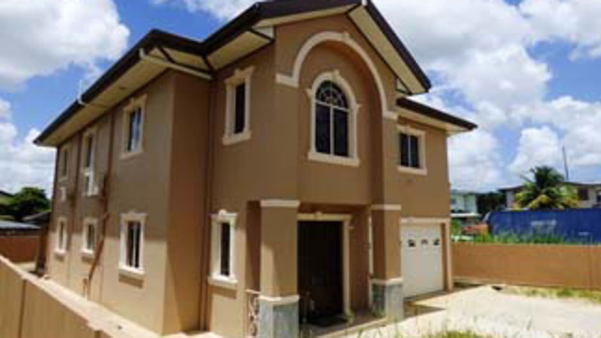 Central park 16a house trinidad luxury homes real for Trini homes
